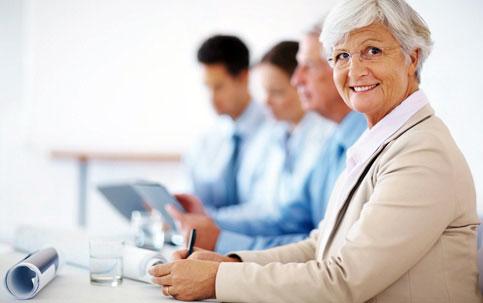 Um terço dos aposentados acima de 60 anos ainda trabalha